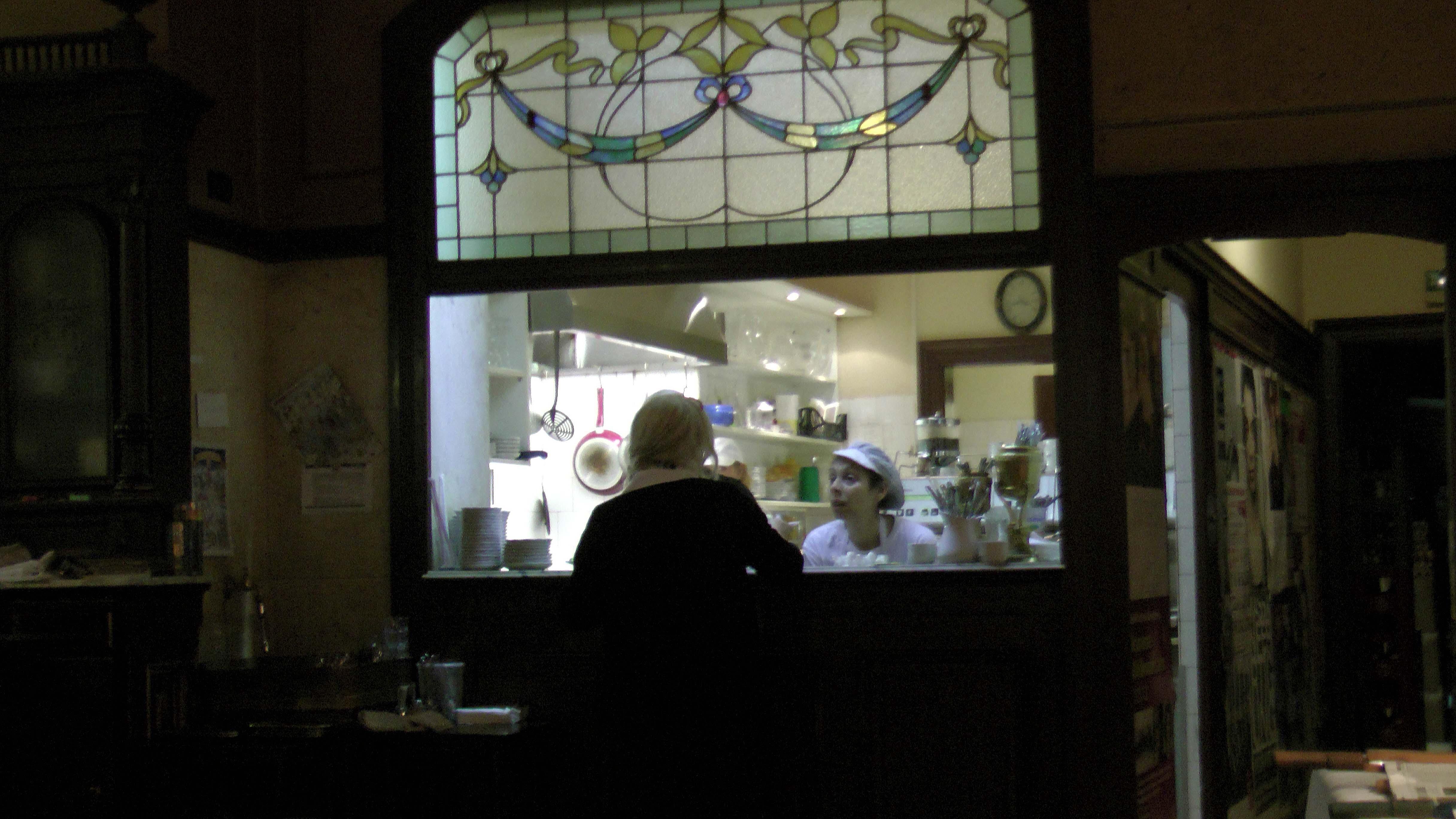 Bedienung im Wiener Caféhaus