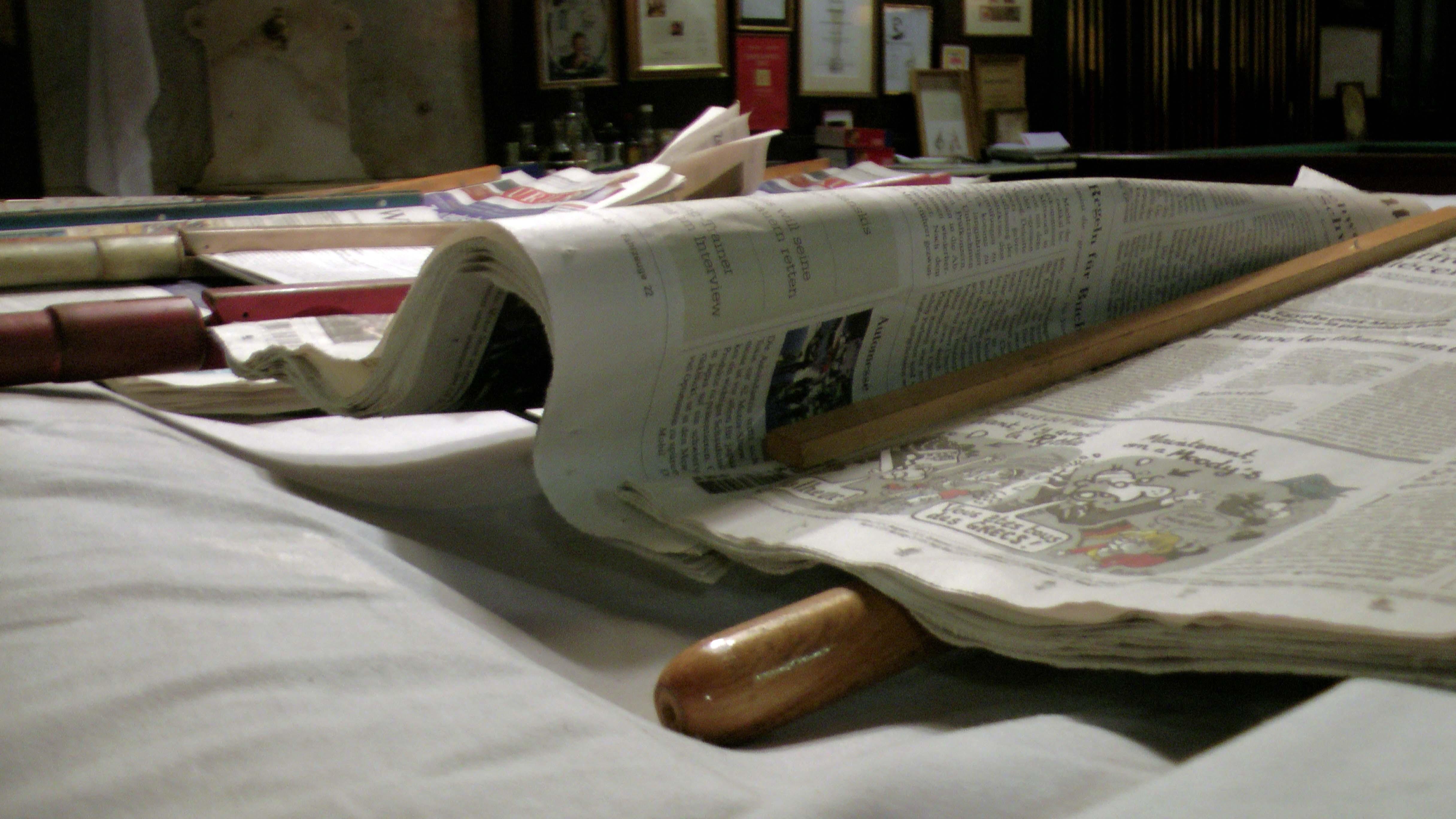 Zeitungen im Caféhaus