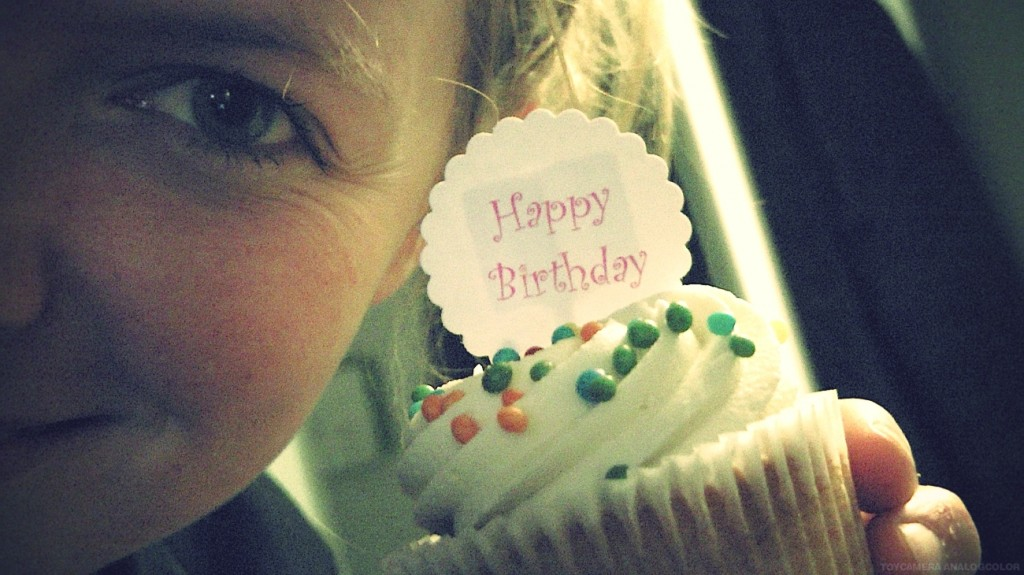 HAPPY-BIRTHDAY-CUPCAKE