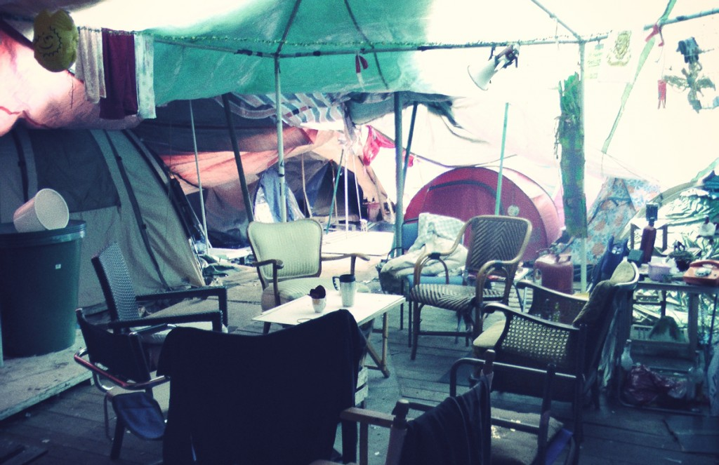Occupy camp frankfurt lilies diary for Wohnzimmer 20 grad