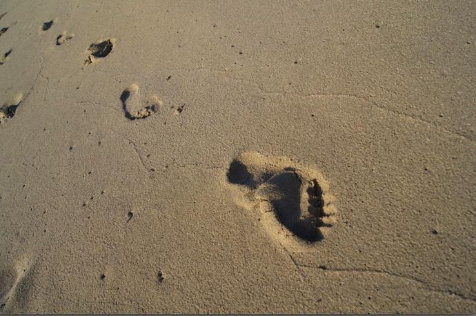 Fußspuren-im-Sand