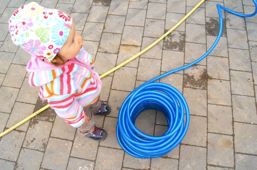 Kind-mit-Kabel