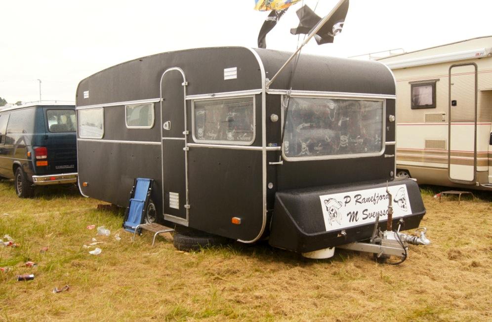 schwarzer-Wohnwagen
