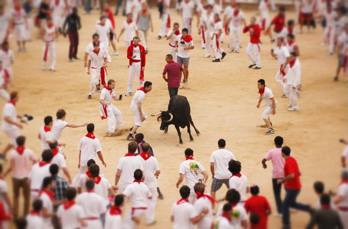 Running-of-the-bull-2012-Spain
