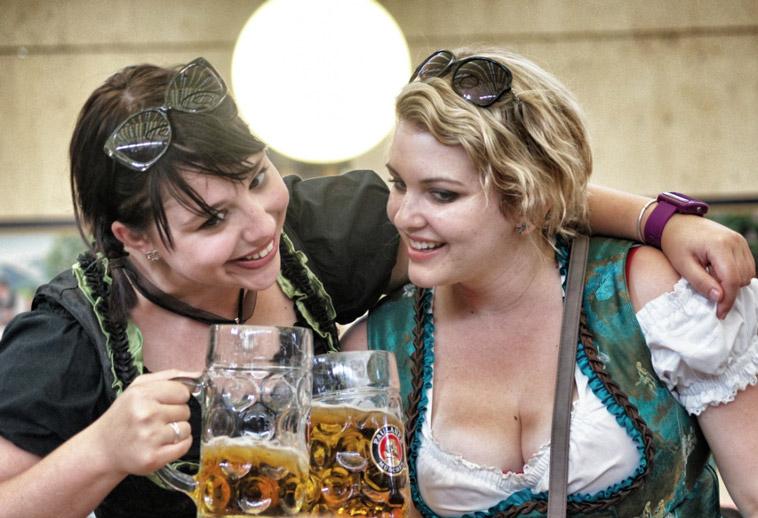 Oktoberfest-Bier-Frauen