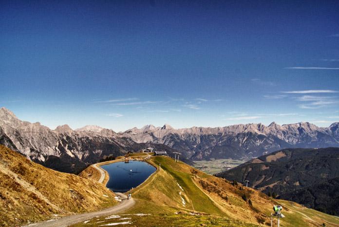 Blick-auf-Bergsee-Österreich