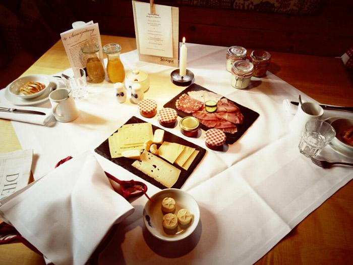 Almhütte-seinerzeit-Frühstück-nikons800c