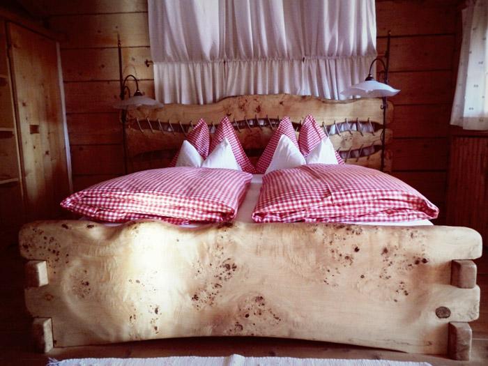 Schlafzimmer-Alm-Almdorf-Seinerzeit-nikons800c