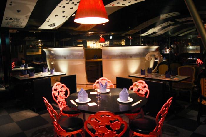 Alice-im-Wunderland-Restaurant-Tokio-Japan