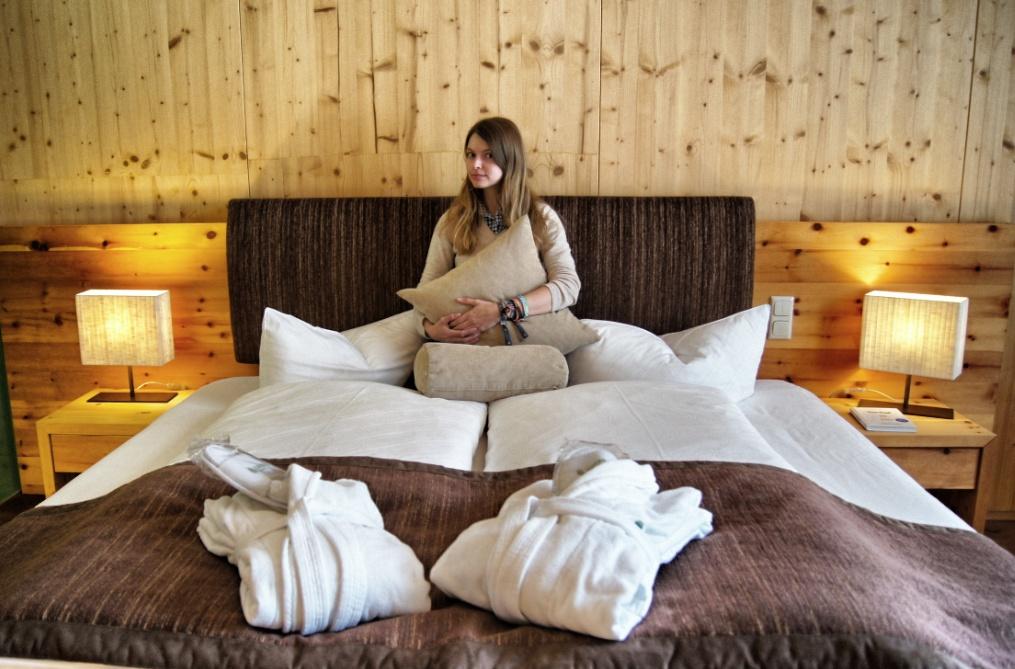 Christine-Neder-Bett-Spa-Hotel-Zedern-klang