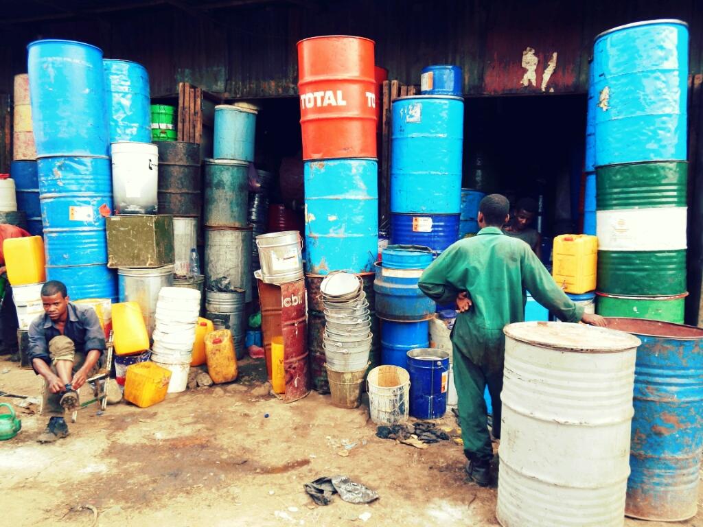 Ölfässer-Addis-Abeba-Äthiopien