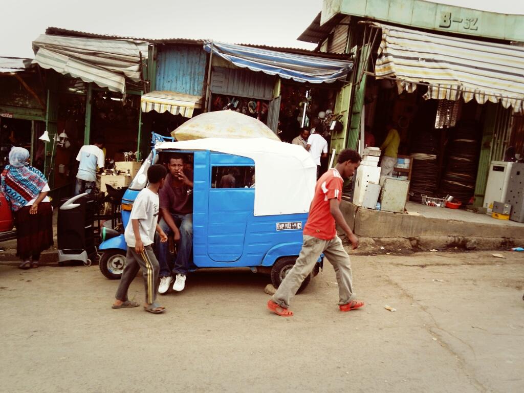 Addis-Abeba-Äthiopien-Autos