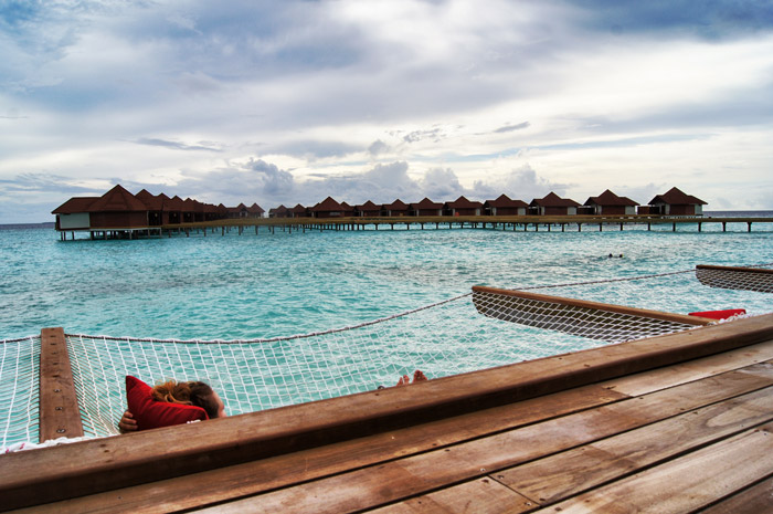 Robinson-Club-Maledives-Hängematte über dem Meer