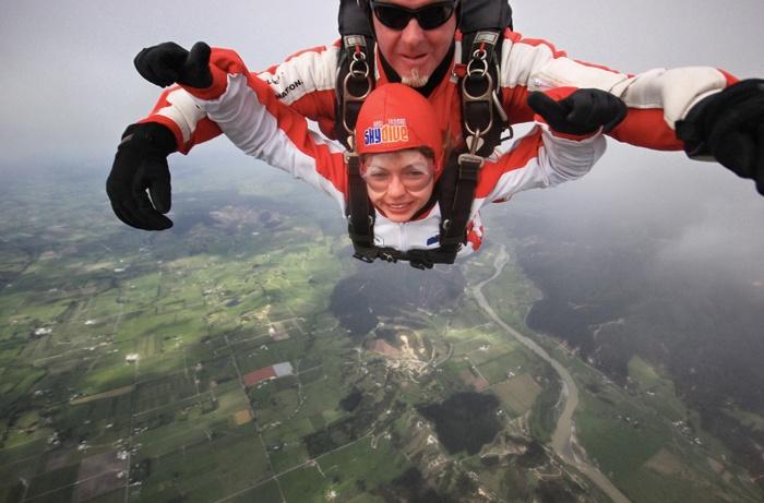 Christine-Neder-Fallschirmspringen-in Neuseeland-Able-Tasman-skidive