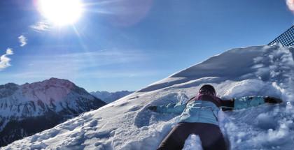 Snowboarden in Tirol. Das Outfit sitzt! Haltung auch =)