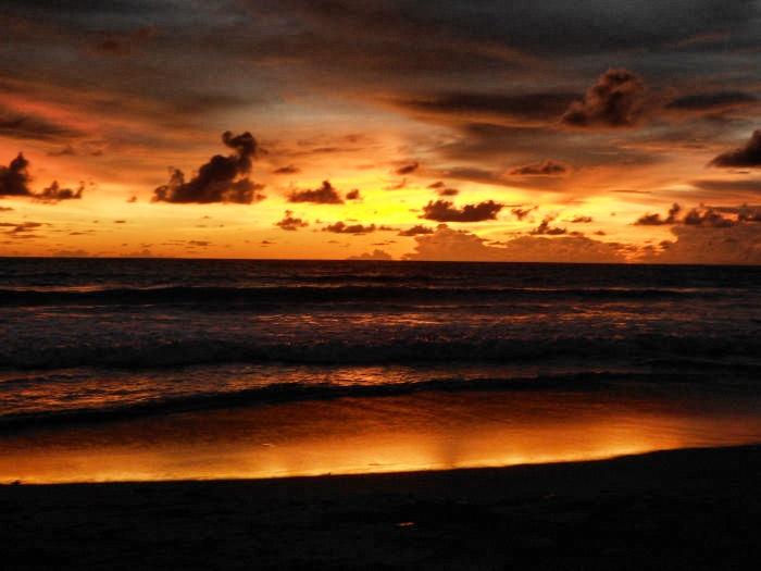 Bali-Sonnenuntergang am Strand