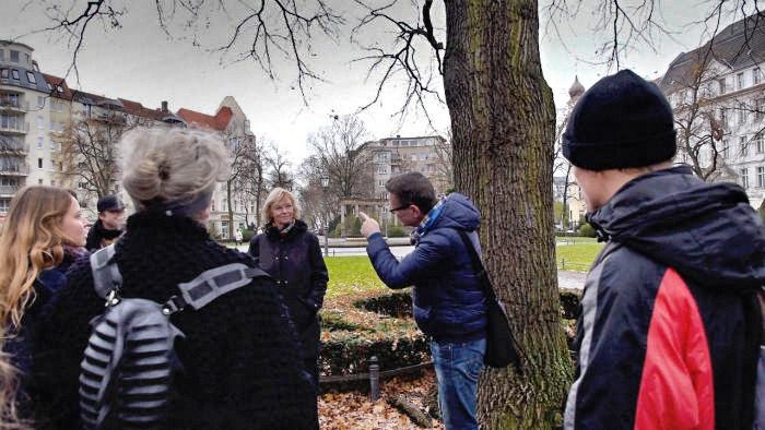 Obdachlose zeigen ihre ehemaligen Wohnungen