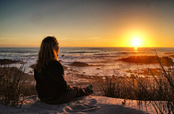Sonnenuntergang-auf-den-Dünen.-Das-Namaqualand-in-Südafrika