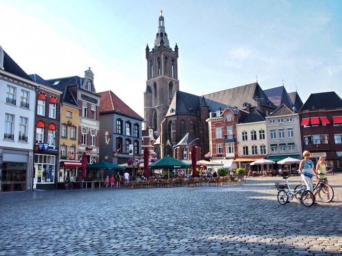 roermond-marktplatz-kathedrale