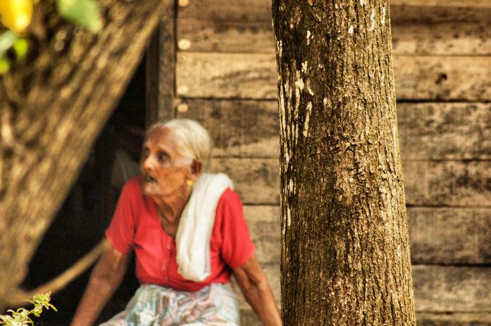 urlaub_in_indien_Alte Frau in Kerala