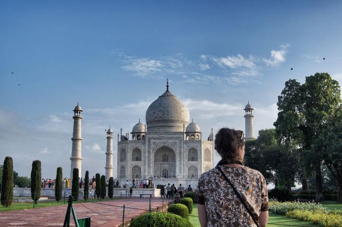 urlaub_in_indien_Anne vorm Taj Mahal