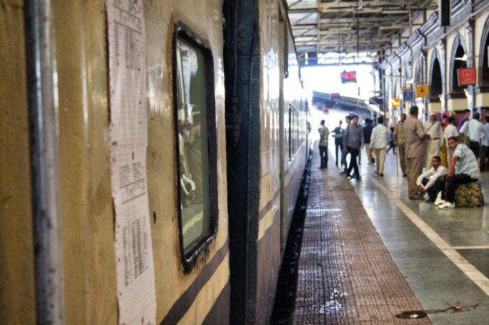 urlaub_in_indien_Bahnhof Agra Indien