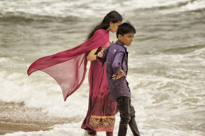Frau am Strand von Anjuna Goa