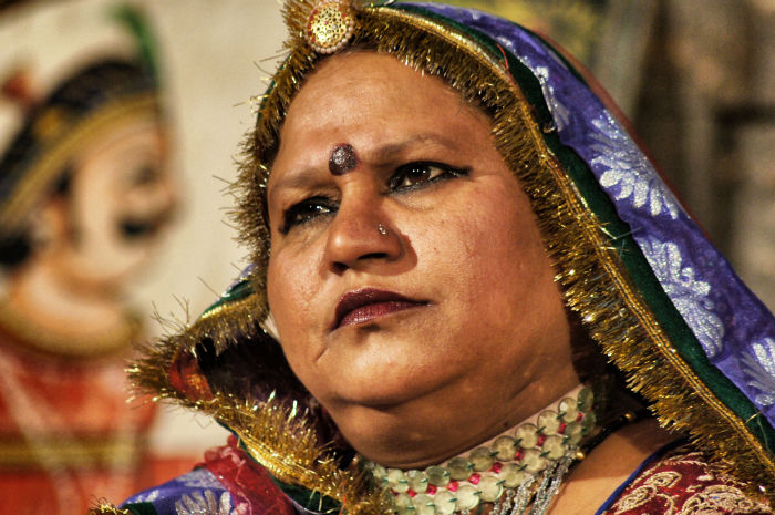 Frau in traditioneller Kleidung