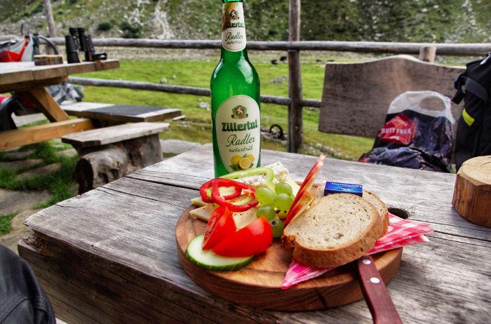 Jause-Hohenau-Alm-Zillertal