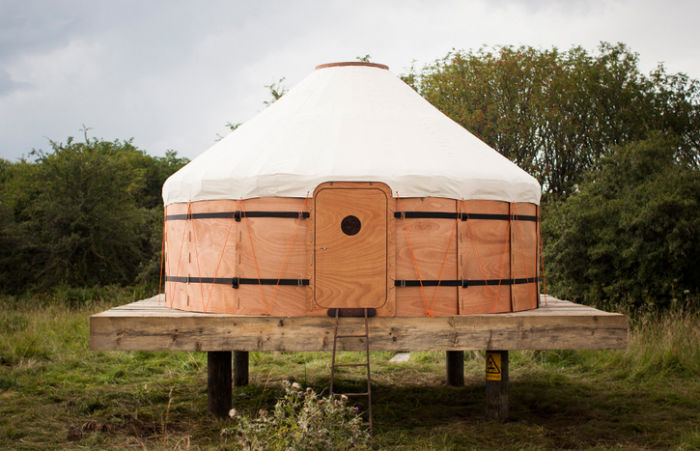 Jero-Wood-Canvas-Shelter-by-Trakke-swipe-life-1