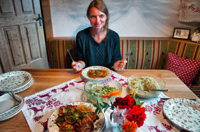 Tiroler-Kasspressknödel-mit-Salat