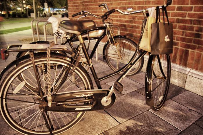 Fahrrad am McArthur Glenn Designer Outlet