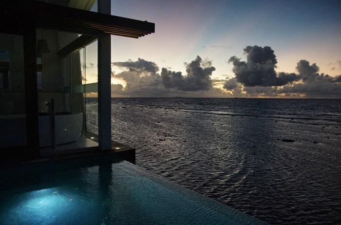 Kandolhu-Wasserbungalow-Sonnenuntergang