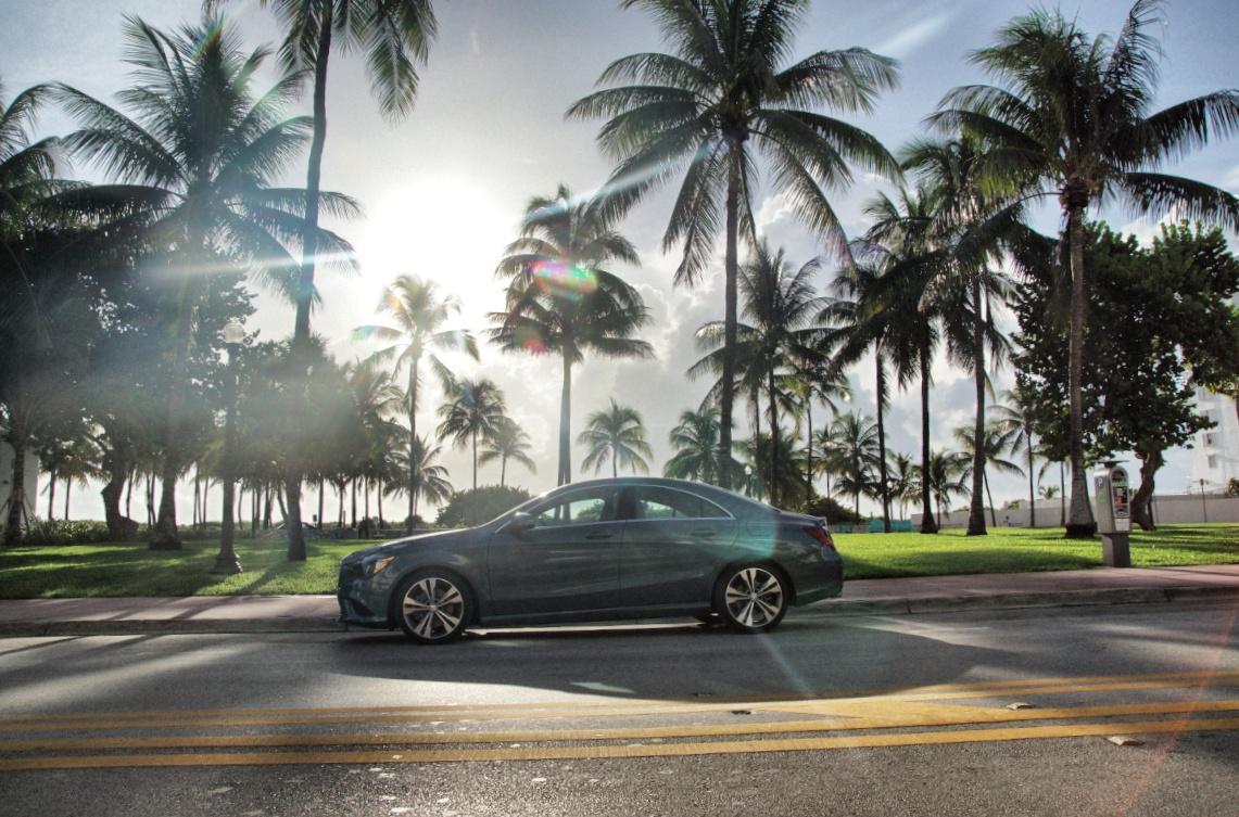 Mercedes-Benz-CLA-Palmen