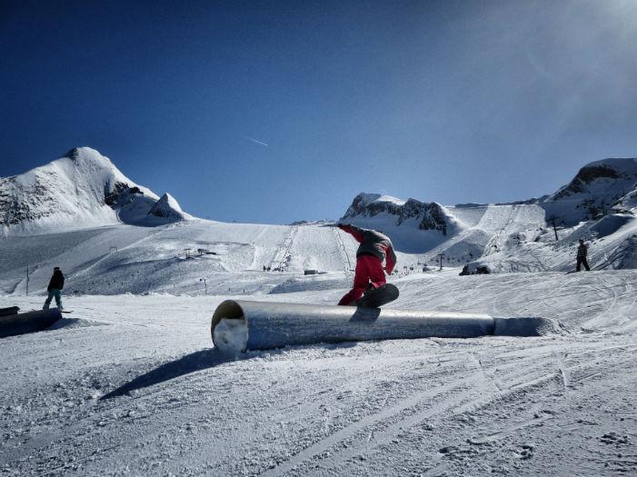 Snowboarden_am_Kitzsteinhorn_Rail-w700