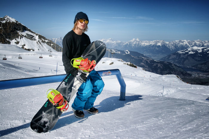 Snowboarder_Kitzsteinhorn_Michiel_von45-w700