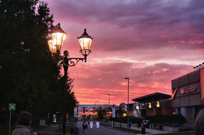 Sonnenuntergang am Outlet