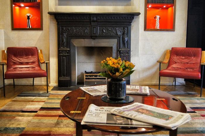 Zeitungen Lobby Sloane Square