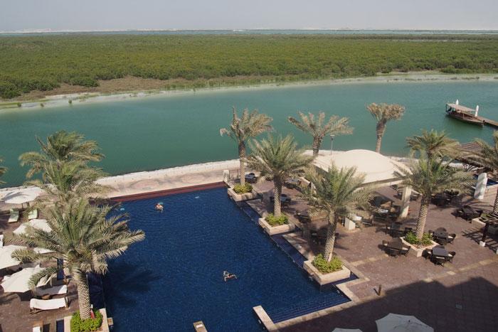 abu-dhabi-anantara-pool