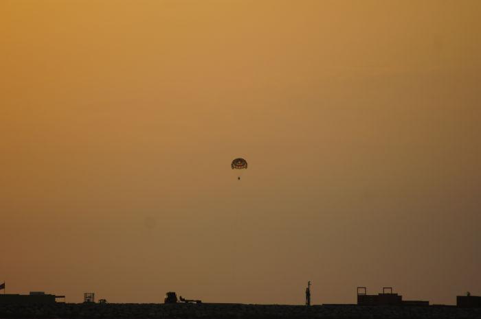 Dubai Parachute im Sonnenuntergang