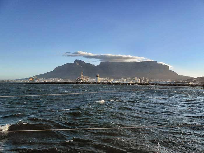 Kapstadt---Tafelberg-vom-Schiff-aus