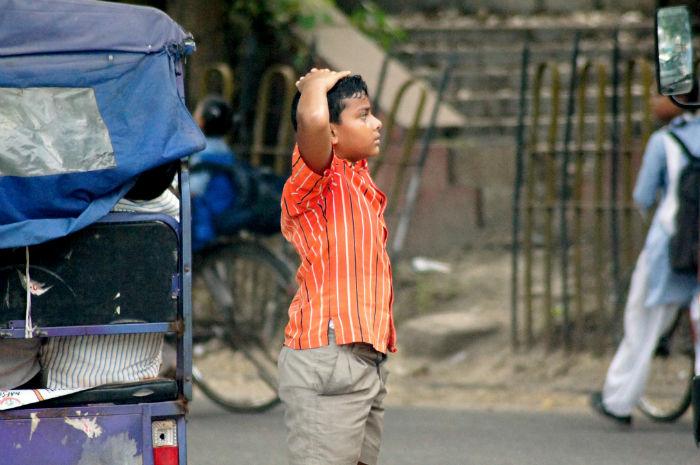 Kleiner Junge in Delhi