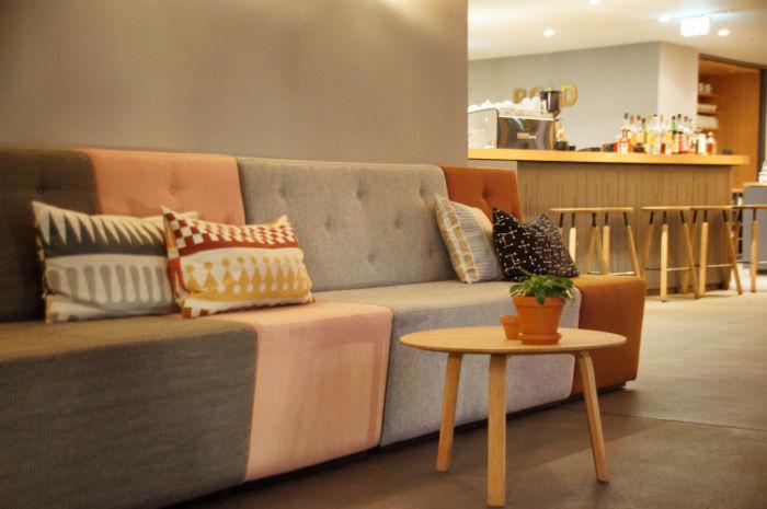 Leben_im_Hotel_Bold_Couch