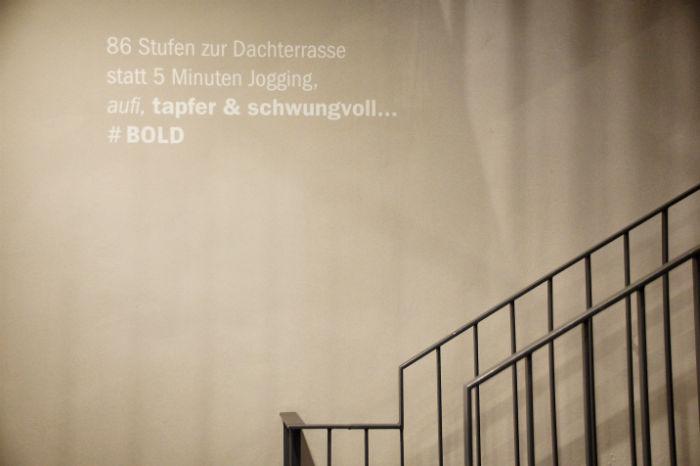 Leben_im_Hotel_Bold_Spruch