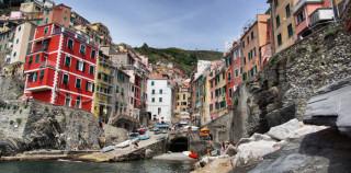 Riomaggiore – bunte Häuser auf dem Fels