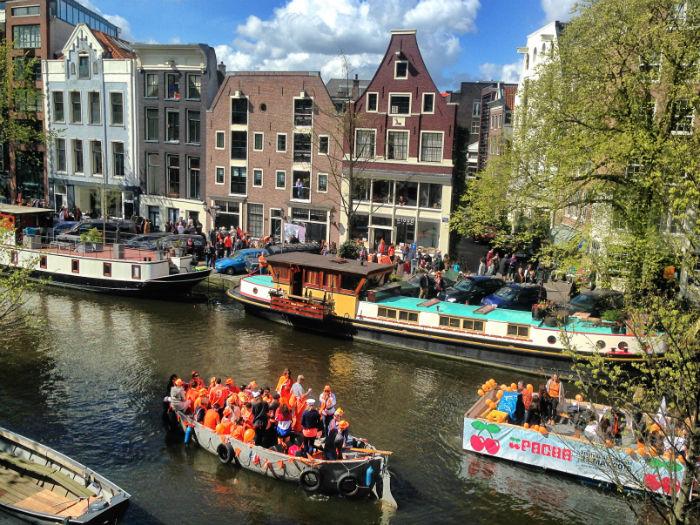 King's Day in Amsterdam Grachten