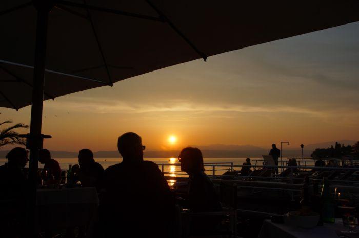 Restaurant im Sonnenuntergang