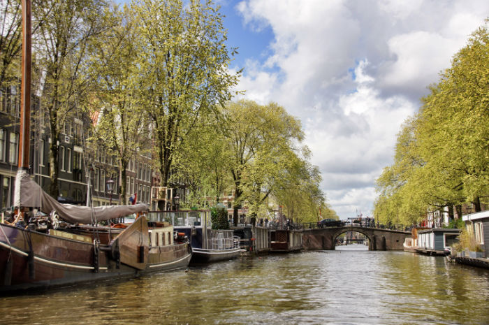 Amsterdam_mit_dem_Boot_Ausblick