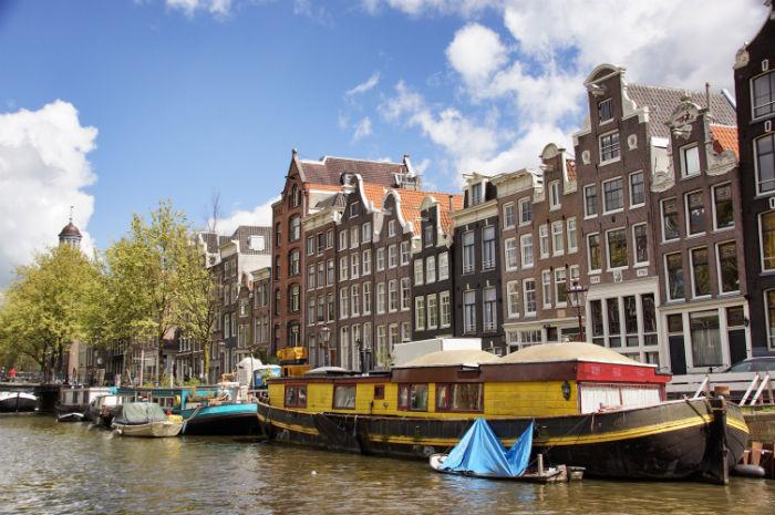 Amsterdam_mit_dem_Boot_Häuser
