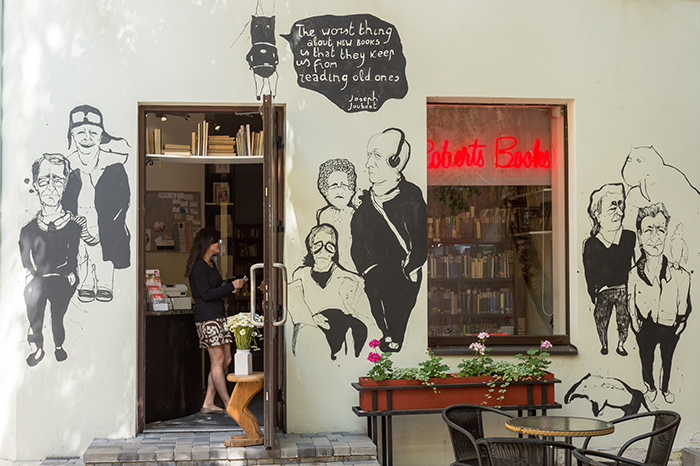 Roberts Books Café